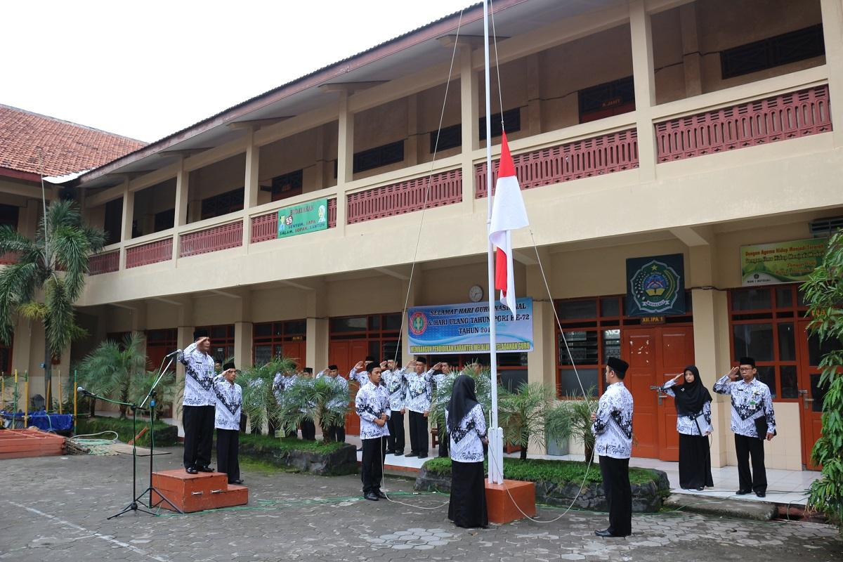 Upacara Peringatan Hari Guru Nasional & HUT PGRI Ke-72